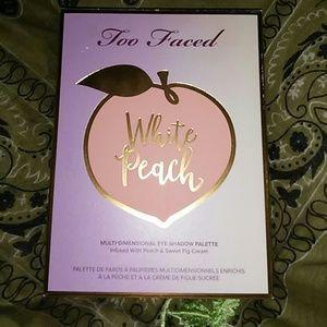 Too Faced white Peach multi dimensional eye shadow